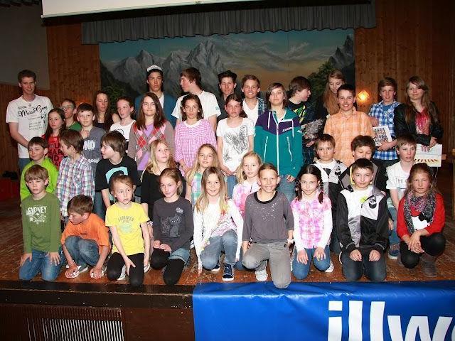 Alle Sieger der jeweiligen Alterskategorien versammelten sich am Schluss auf der Bühne.