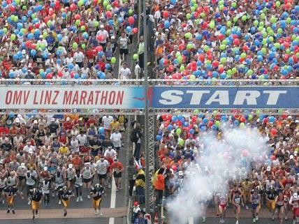 Rund 15.000 laufen beim Linz-Marathon.