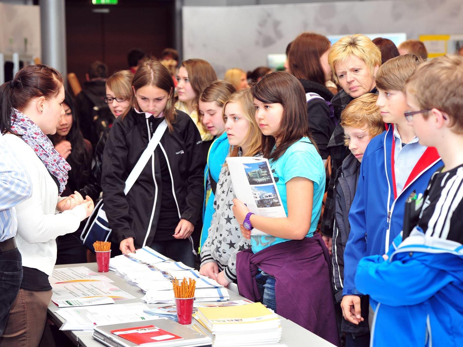 Die SchülerInnen konnten sich an zwei Nachmittagen direkt bei den VertreterInnen aller weiterführenden Schulen Vorarlbergs erkundigen.