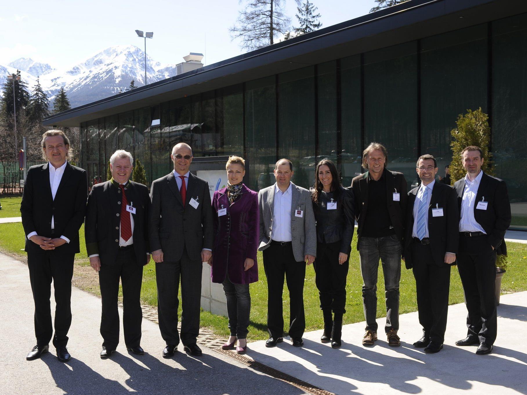Referenten (v.l.n.r.): Markus Linder, Josef Rieser, Dr. Christoph Nussbaumer, Ellen Nenning, Sigi Grüner, Maria Nussbaumer, Markus Gutheinz, Norbert Hörburger, Christoph Antretter