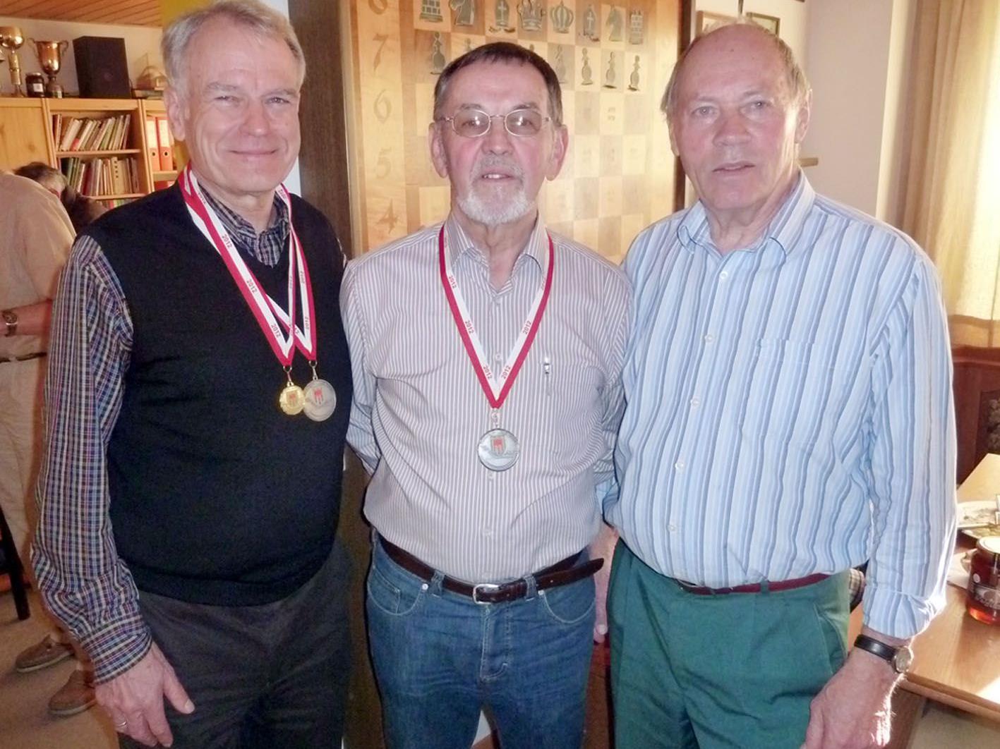Günter Dellanoi, Albert Hämmerle und Isidor Riedl vom SK Höchst belegten Platz 2 in der Teamwertung.