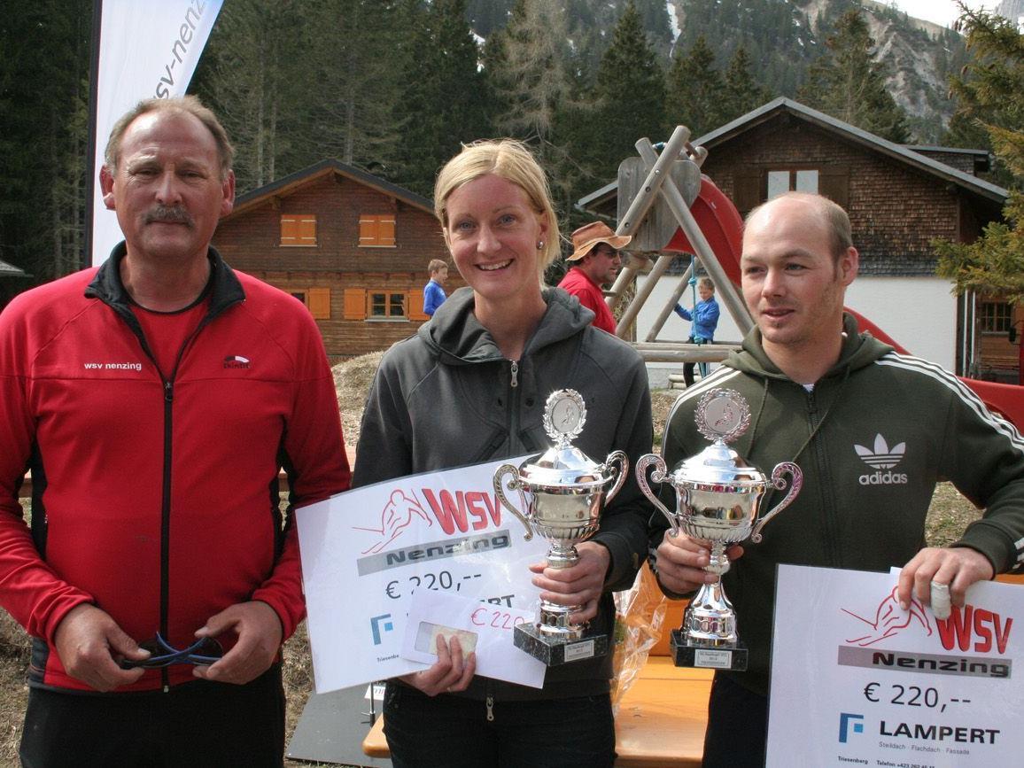 Die Tagessieger: Karin Lang und Hansjörg Schneider mit Obmann Wolfi Pfaff.