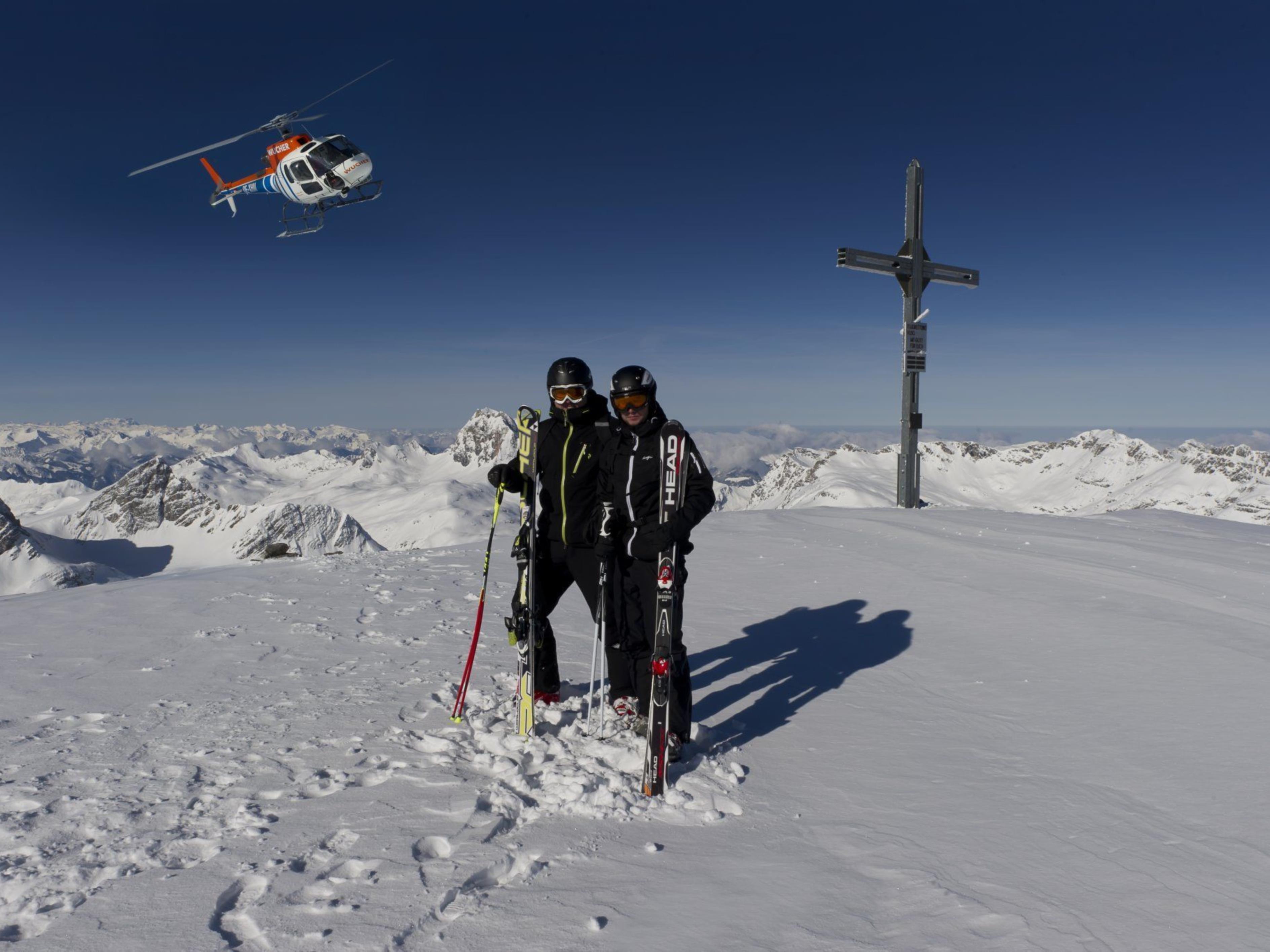 Dürfen weiterhin zum Tiefschneeerlebnis abheben: Heli-Skiing-Fans am Arlberg.