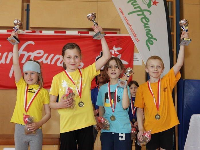 Die neuen Landesmeister der Altersklasse U10 heißen Julia, Nathalie, Chiara und Stephan .