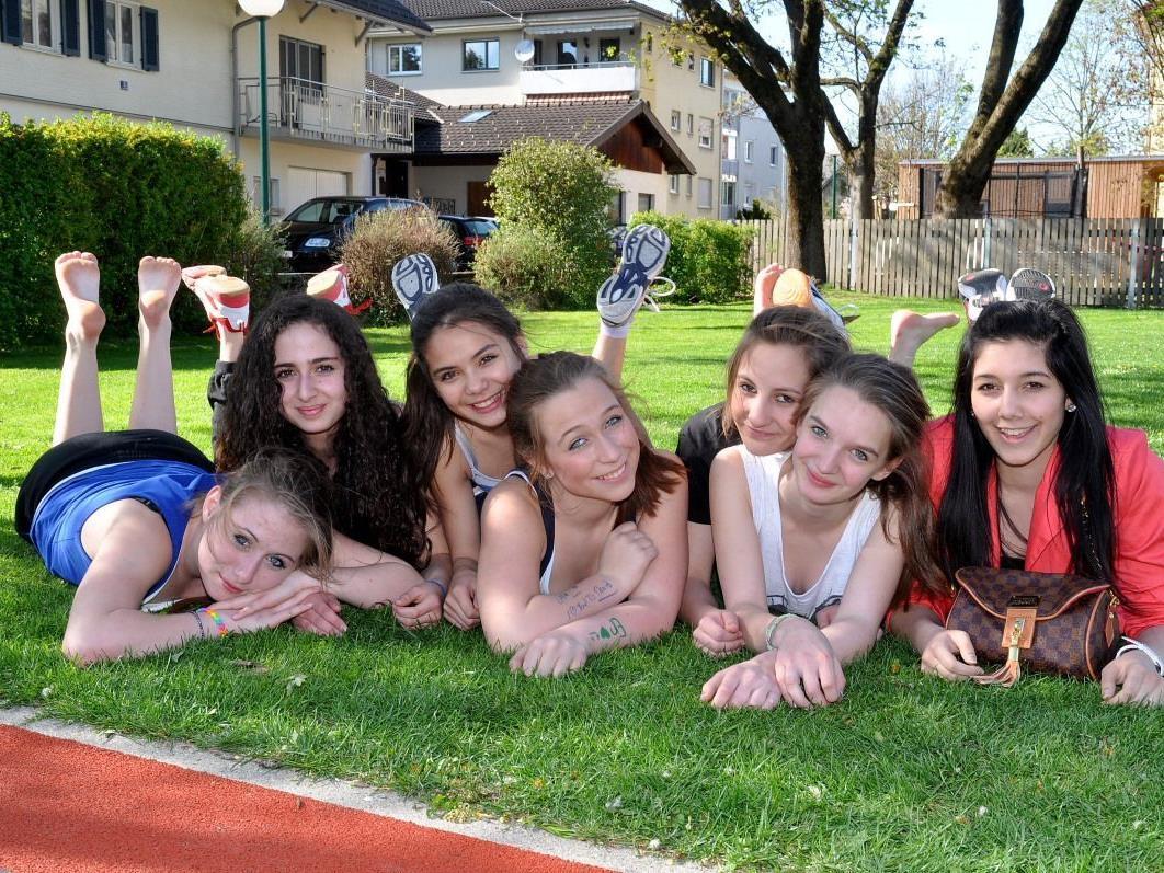 Bei aller Liebe zum Sport, eine kleine Pause fürs Foto war eine willkommene Abwechslung für die Mädchen.