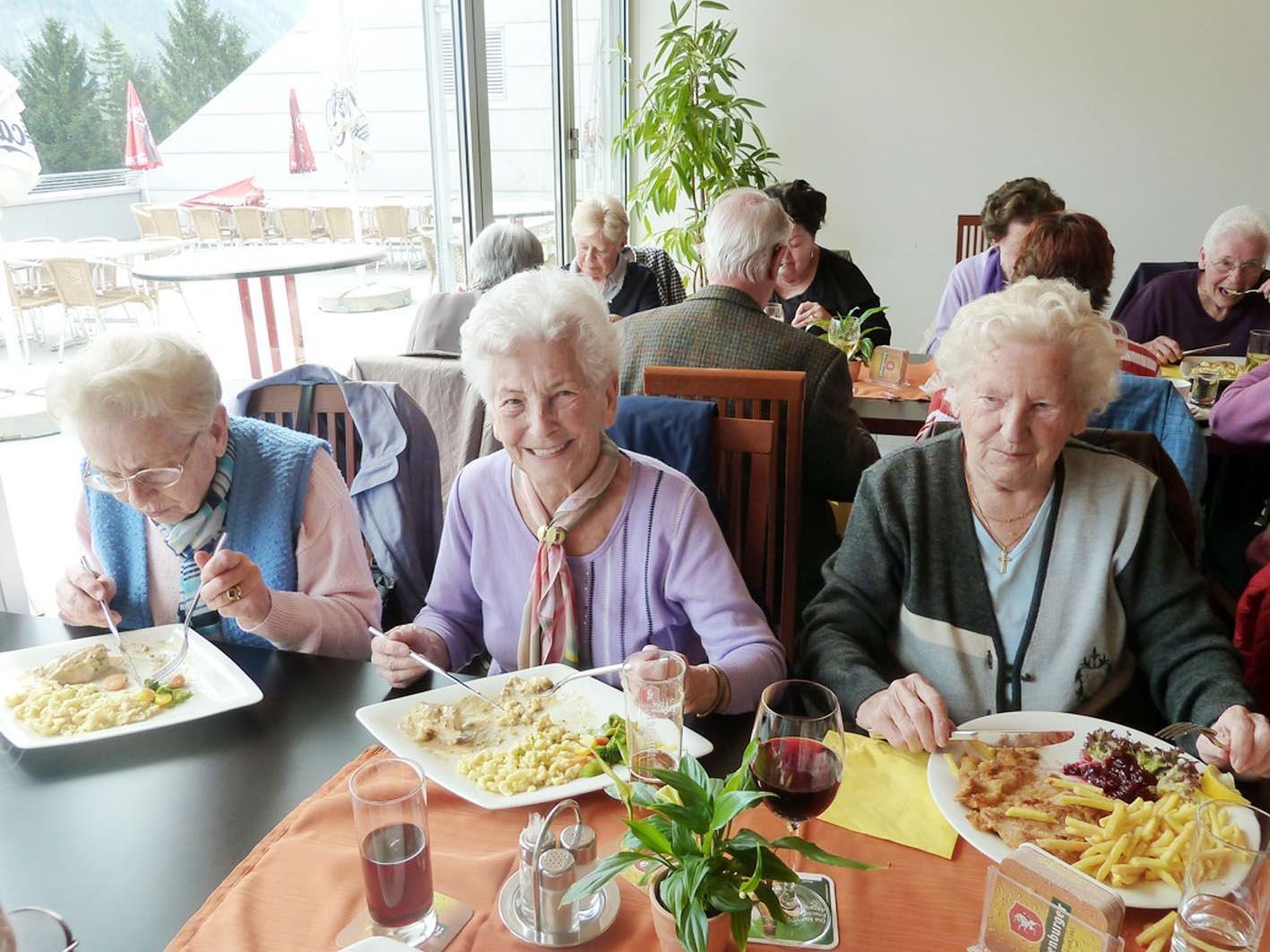 """""""Mitanand"""" lädt zum gemeinsamen Mittagessen in gemütlicher Runde im Gasthof """"Habsburg""""."""