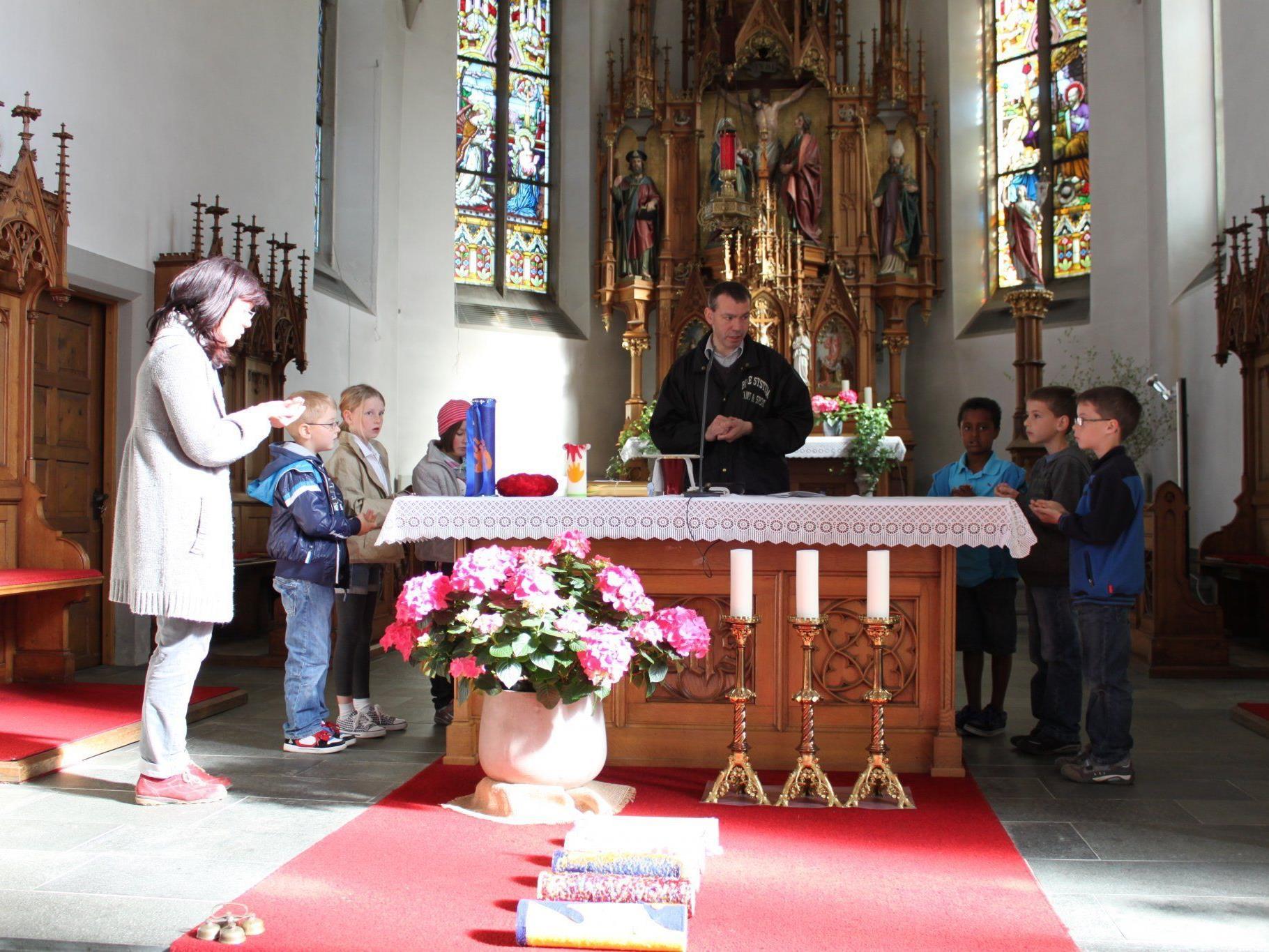 Generalprobe für die sechs Erstkommunikanten in der Pfarrkirche.