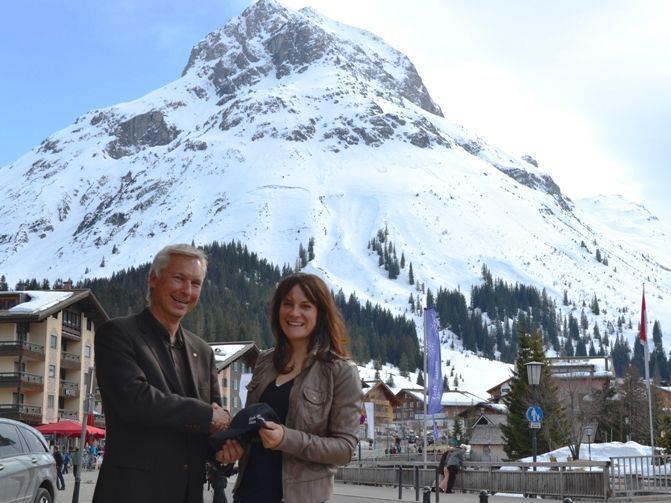 Tourismusdirektor Hermann Fercher mit Lorraine Huber