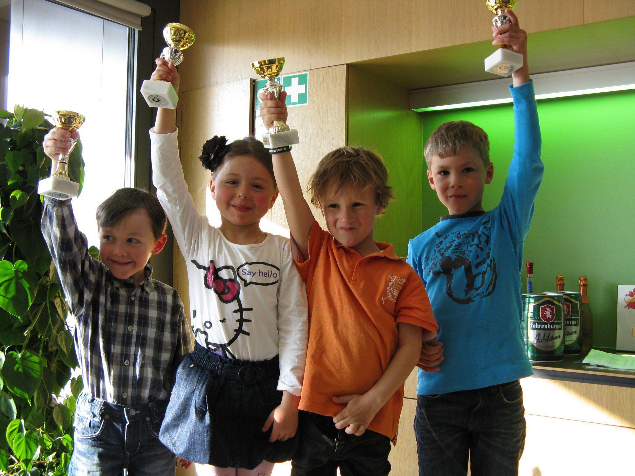 So sehen Sieger aus! Stolzer Rennnachwuchs des SV Götzis: Phillip, Jessica, Conrad & Linus