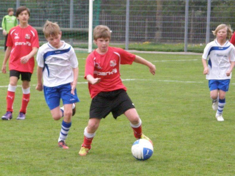 Wenigstens konnte das U13 B-Team von Viktoria (in rot) einen Sieg verbuchen.