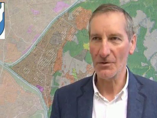 Bürgermeister Josef Mathis kündigt für 2012 große Projekte an.