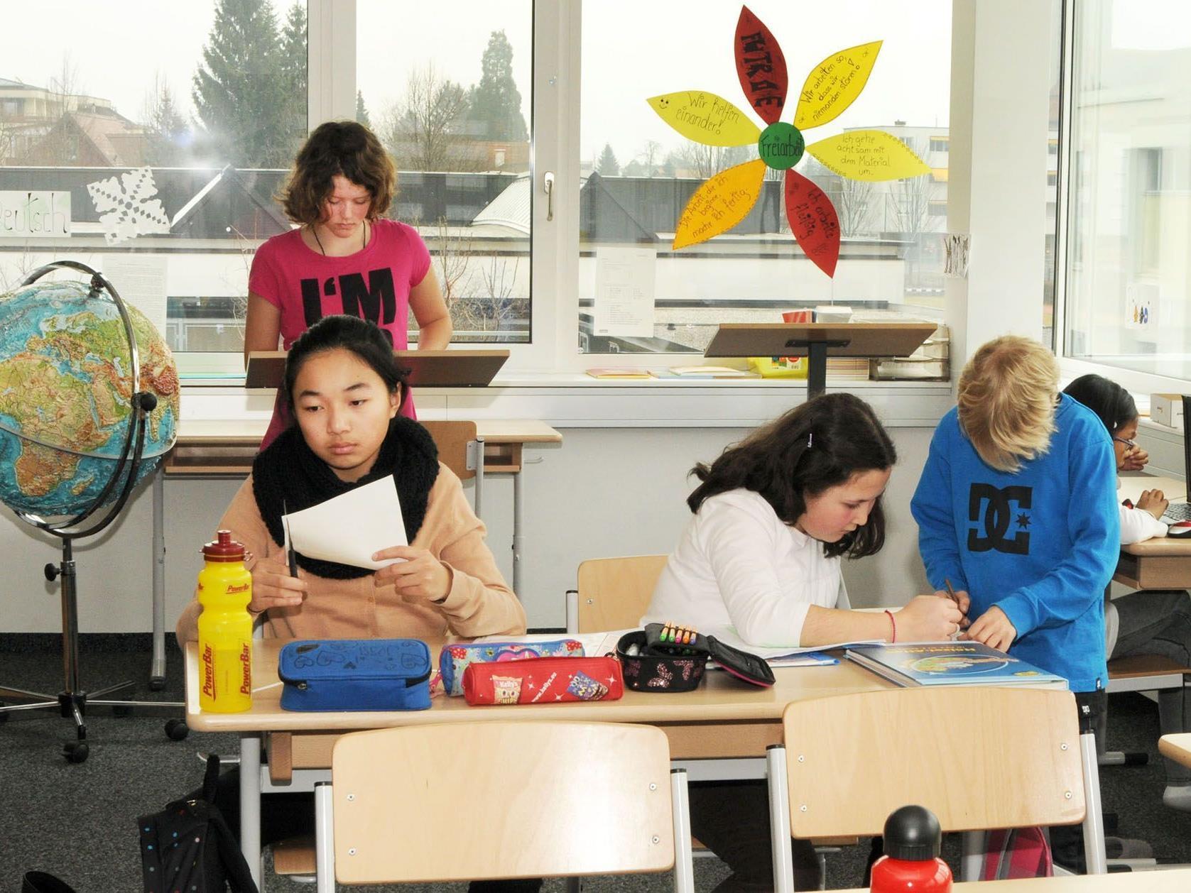 Freiarbeit in der Ganztagesklasse: Individuelles Lerntempo mit besten Ergebnissen.