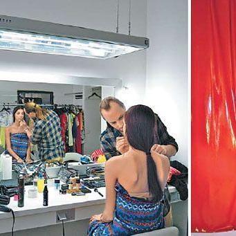 """Amina Dagi stand für eine Modestrecke in der Zeitschrift """"Woman"""" vor der Linse des Fotografen."""