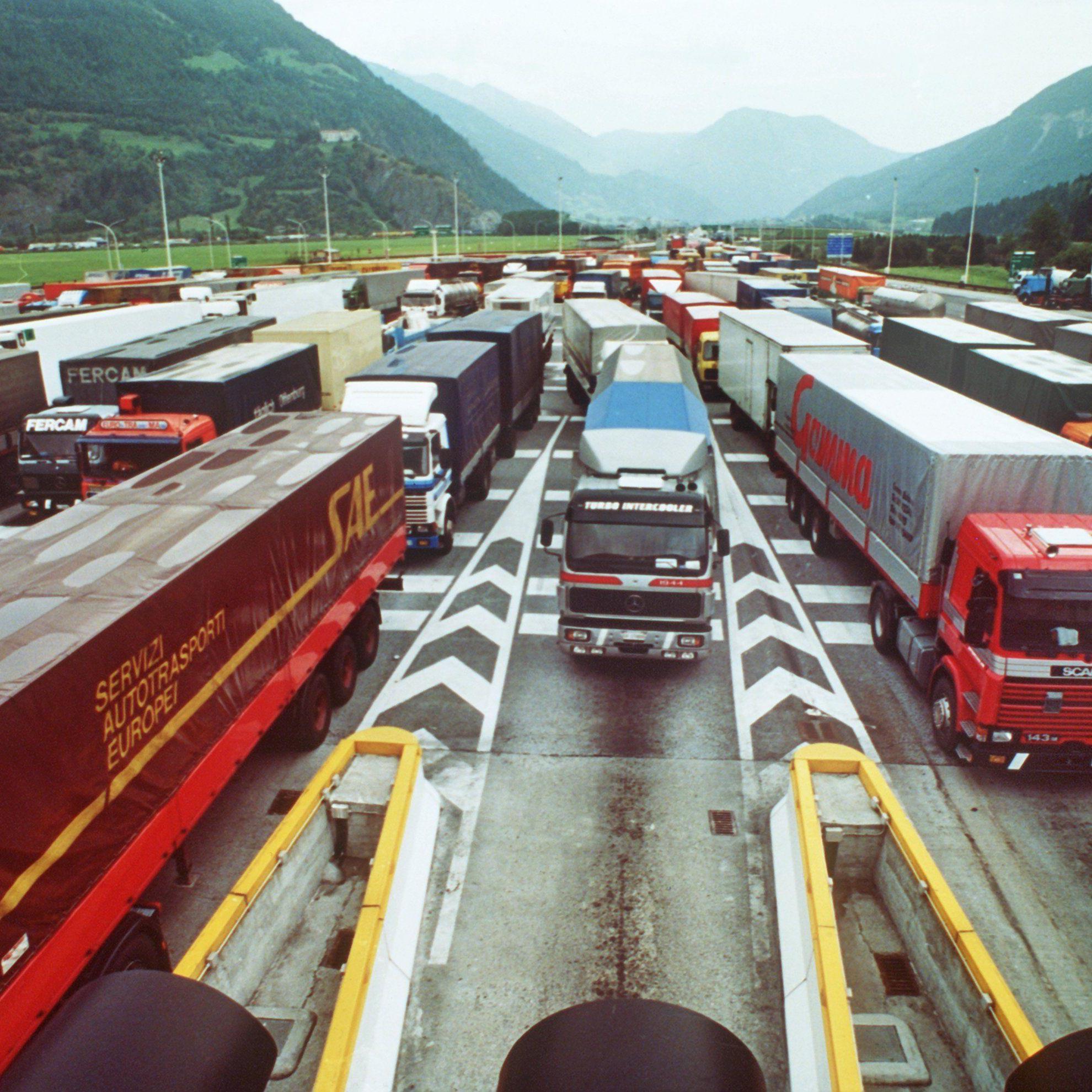 DDrei der zehn geplanten prioritären Verkehrskorridore Europas verlaufen durch Österreich.