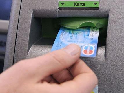 Bei den vier Taschendieben, die in Baden verhaftet wurden, konnten gestohlene Bankomatkarten sichergestellt werden.