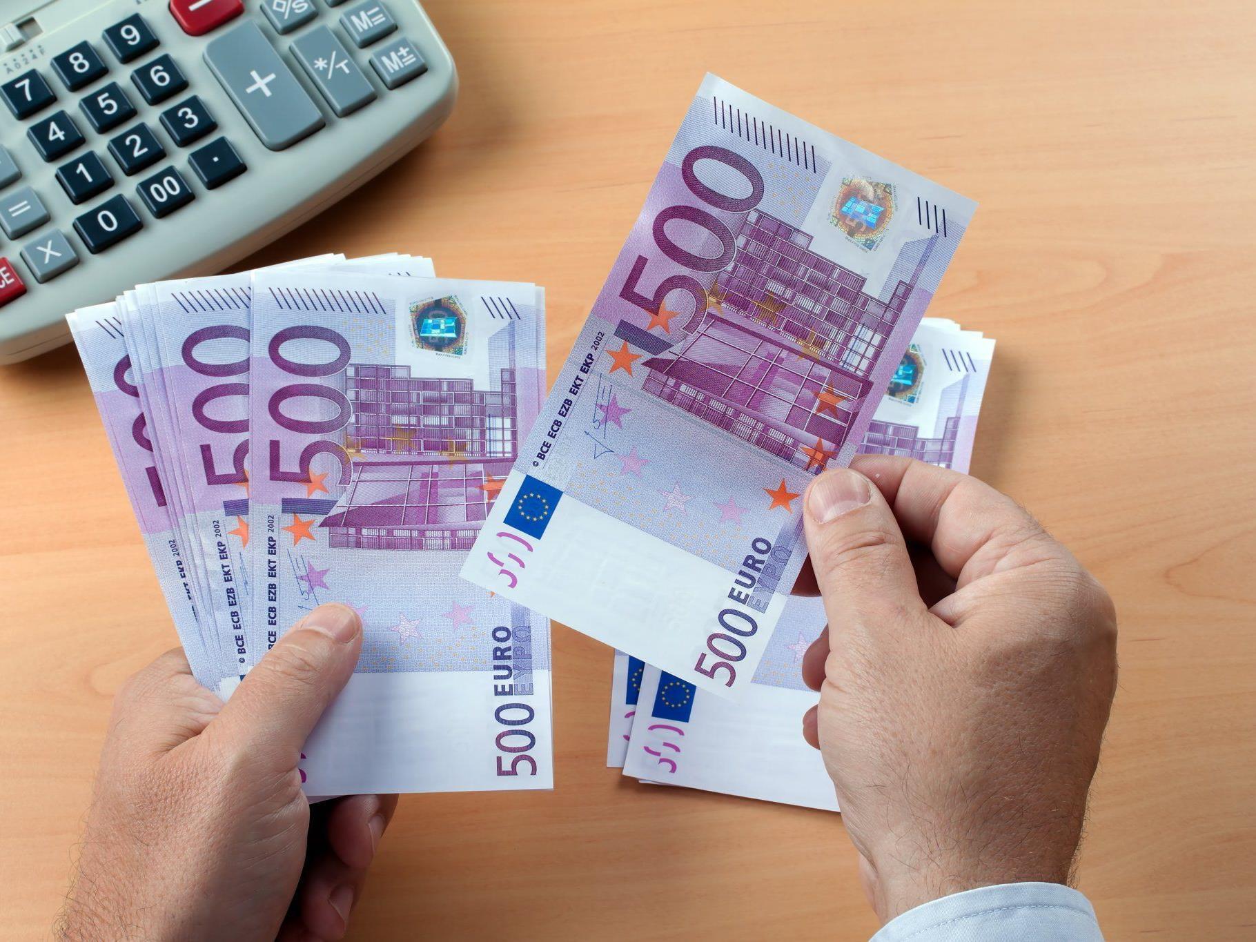 Die Frau räumte Bankkonten in Oberösterreich und Kärnten ab.
