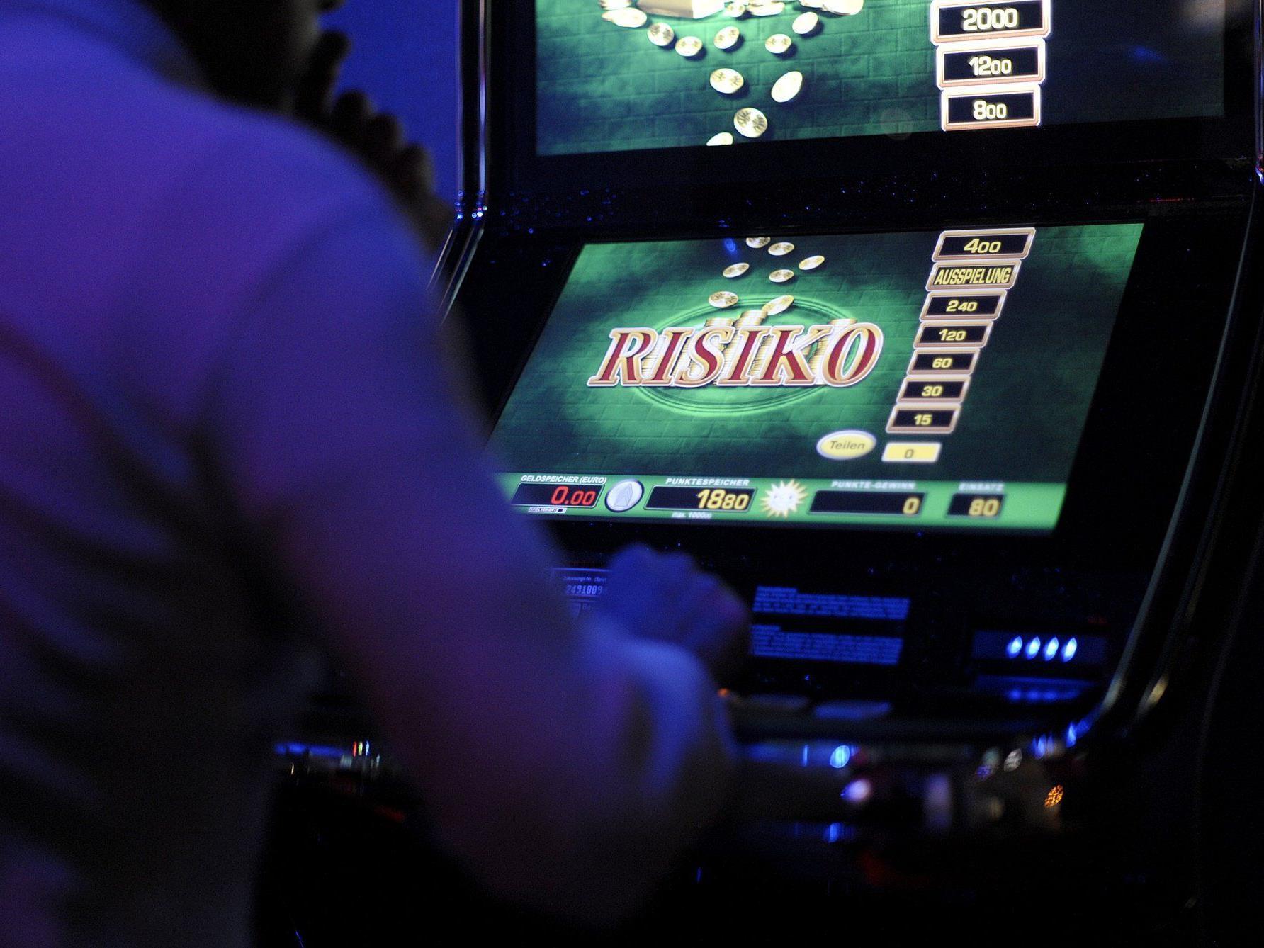Neben Strafen für die illegalen Automaten dürfte vielen betroffenen Wirten nun auch Ärger mit dem Finanzamt ins Haus stehen.