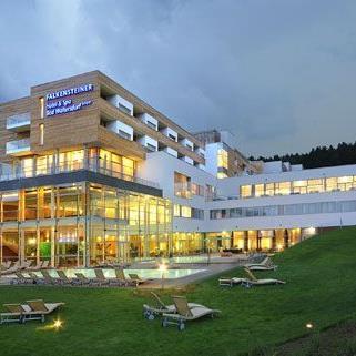 Mode, Genuss und Entspannung stehen beim Red Carpet Weekend im Falkensteiner Hotel & Spa Bad Waltersdorf auf dem Programm.