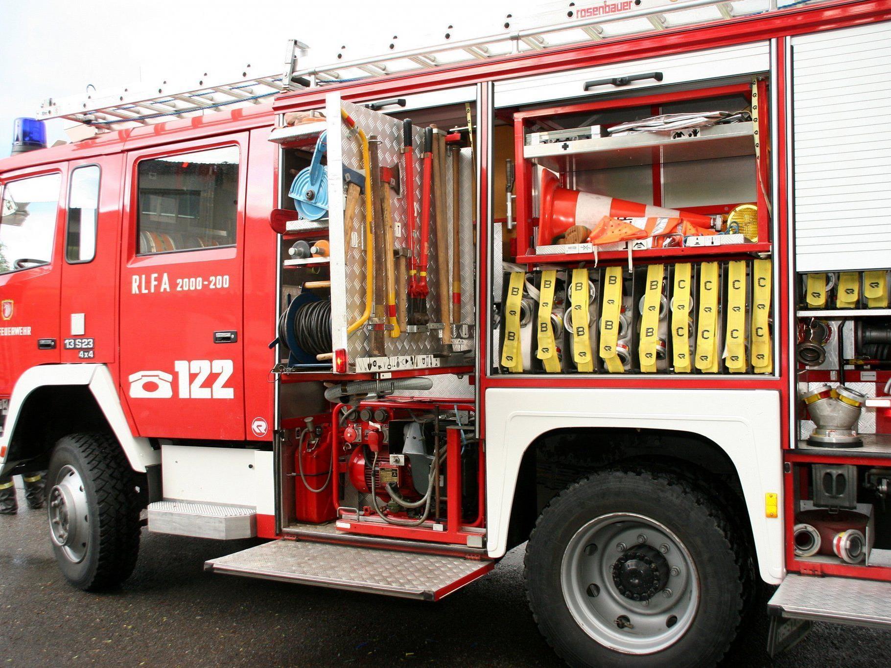 Eine 47-Jährige wurde wegen Verdacht auf Rauchgasvergiftung ins LKH Hohenems gebracht.