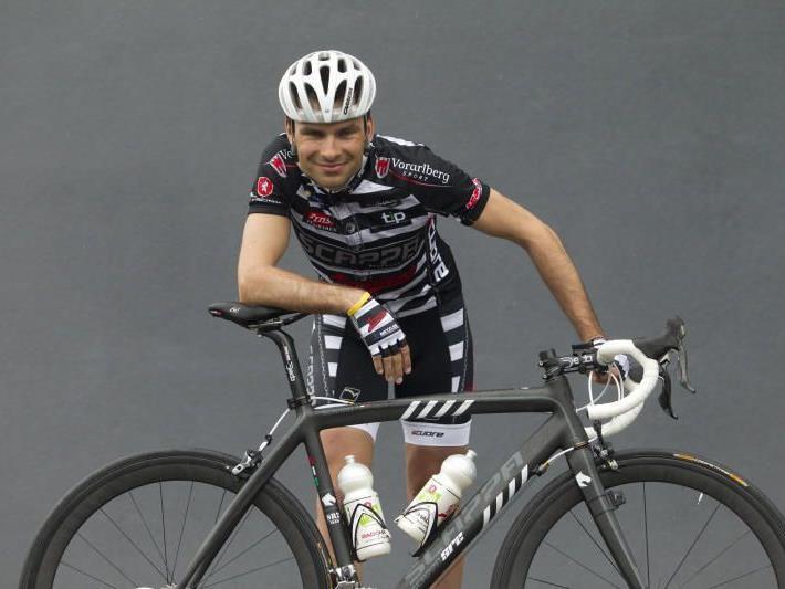 Robert Vrecer sorgt für den ersten Saisonsieg des Radteam Vorarlberg.