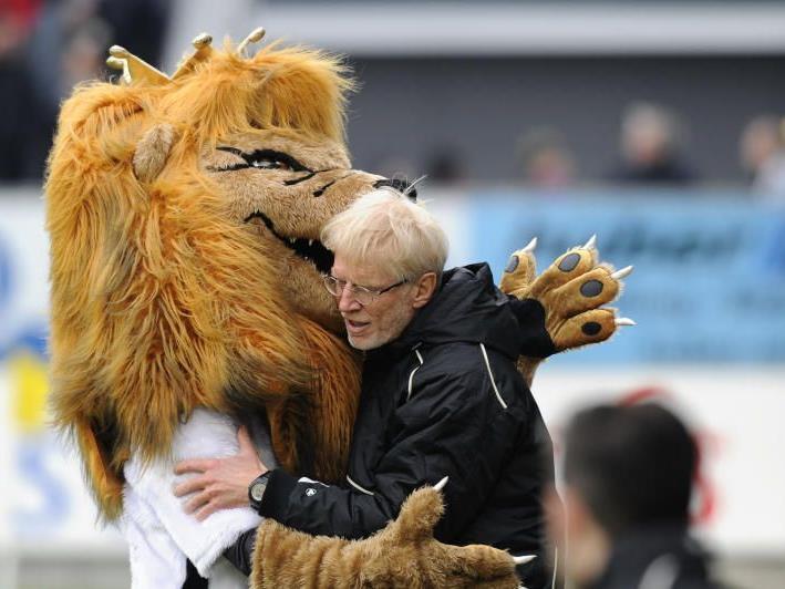 Altach-Trainer Edi Stöhr und Maskottchen King Reini haben derzeit nicht viel zu lachen.