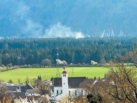 Selbst von Bludesch aus sah Leserreporter Klemens Fliri die dichten Rauchschwaden aufsteigen.