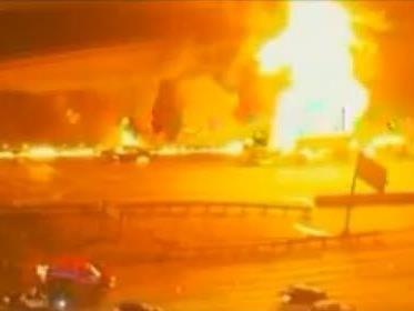 Highway stand in Flammen