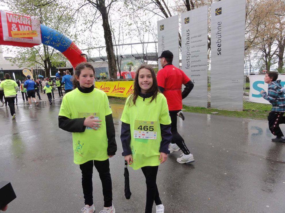 Jana Kotrcek (rechts) freute sich, mit ihrem Lauf ihr Schärflein beitragen zu können.
