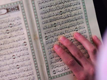 Zahlreiche Diskussionen um die Gratis-Verteilung des Korans.