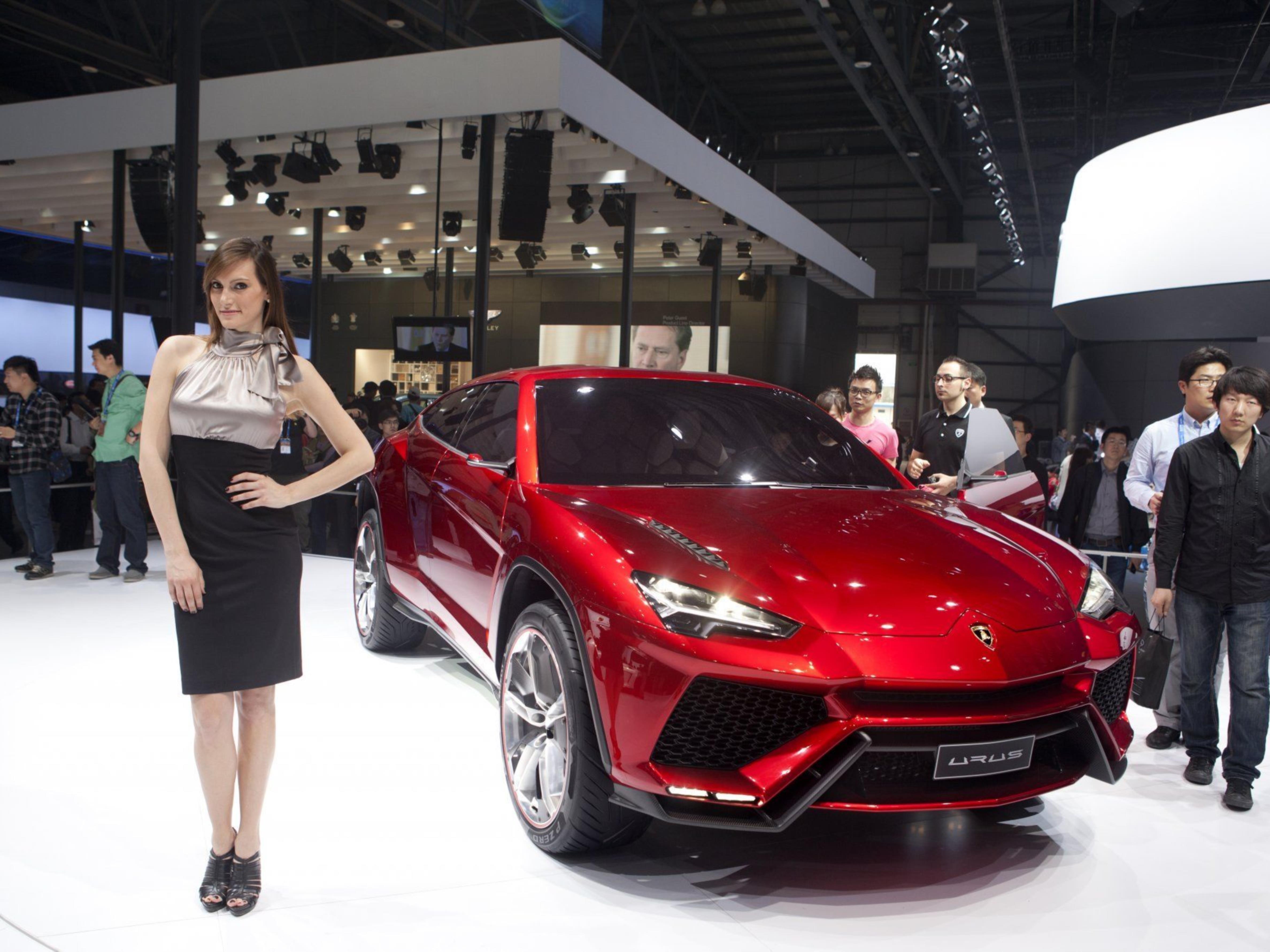 SUV-Studie Urus von Lamborghini jagt den Porsche Cayenne.