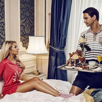 Marcus Schenkenberg shootete in Wien mit seiner Freundin seine neue UNterwäschekollektion und gab Liebestipps.