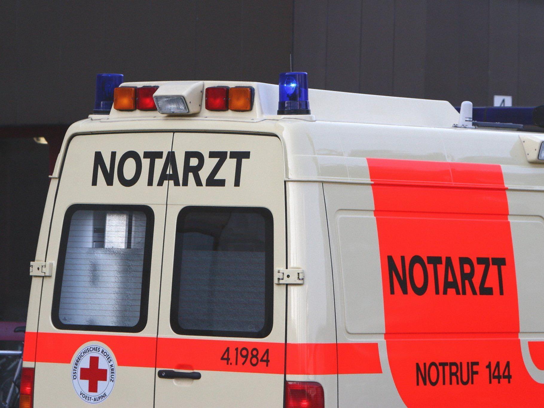 Die Frau war in Linz in der Breitwiesergutstraße nahe einer Gartensiedlung zusammengebrochen.
