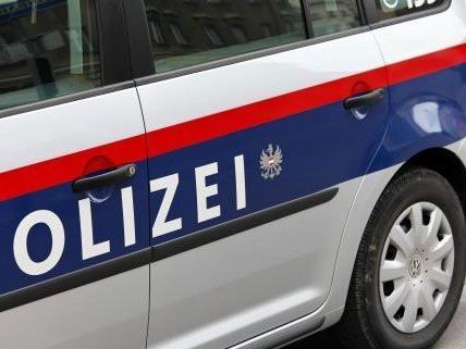 Bei einem Überfall in Wiener Neudorf wurden Dienstagnacht Smartphones im Wert von 1,5 Millionen Euro geraubt.