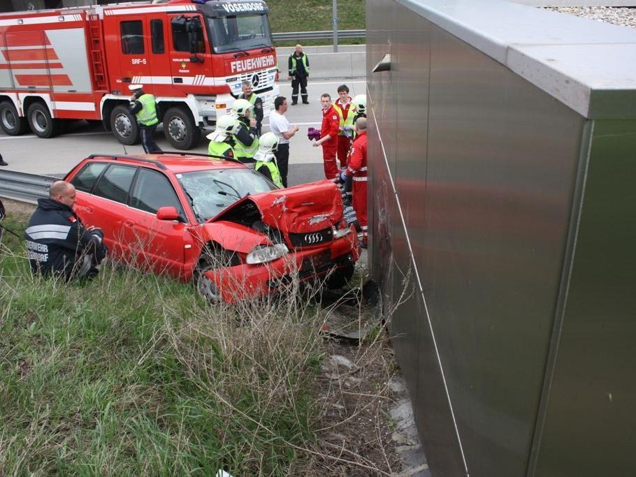 Zwei Kinder wurden bei einem Autounfall auf der S1 bei Vösendorf verletzt.