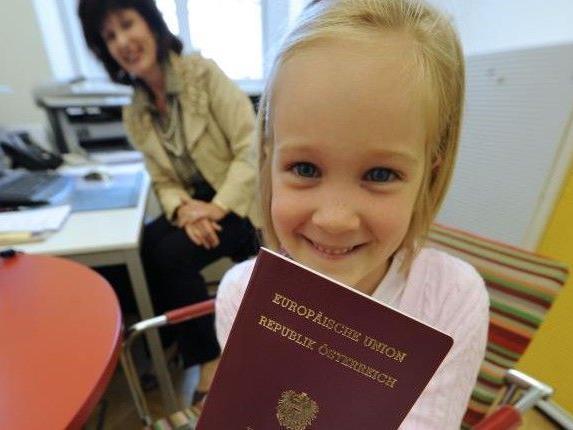 """Nach dem Prinzip """"Eine Person – ein Pass""""."""