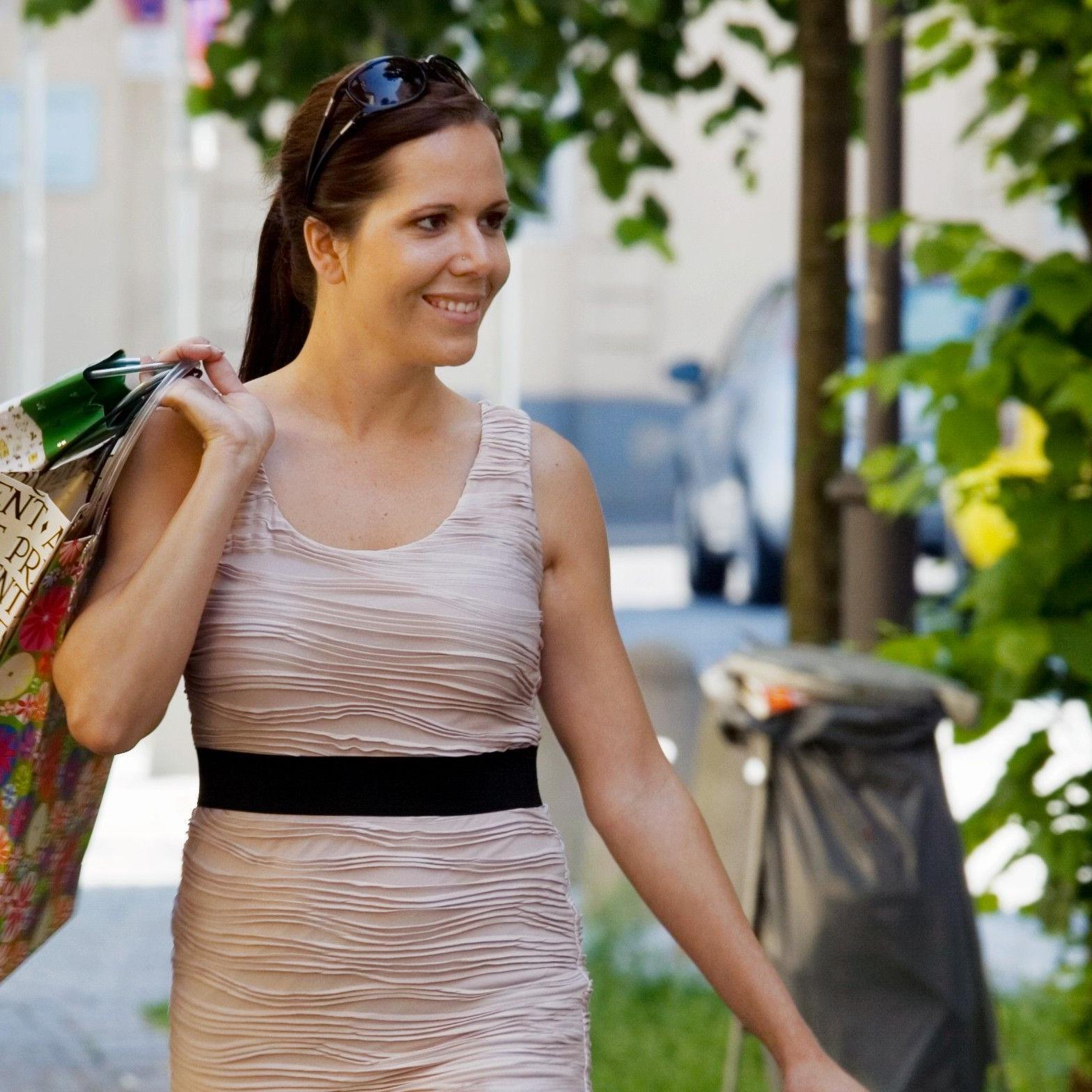 """Am """"Woman Day"""" am 19. April 2012 locken zahlreiche Schnäppchen in die Shops."""