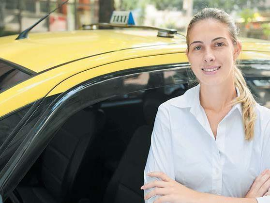 Taxifahrerinnen dürfen ab Beginn einer Schwangerschaft nicht mehr arbeiten.