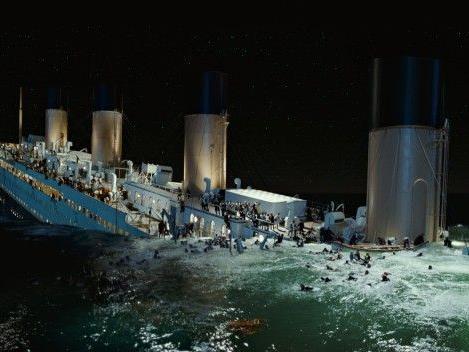 Einzige Reise der Titanic endet tragisch.