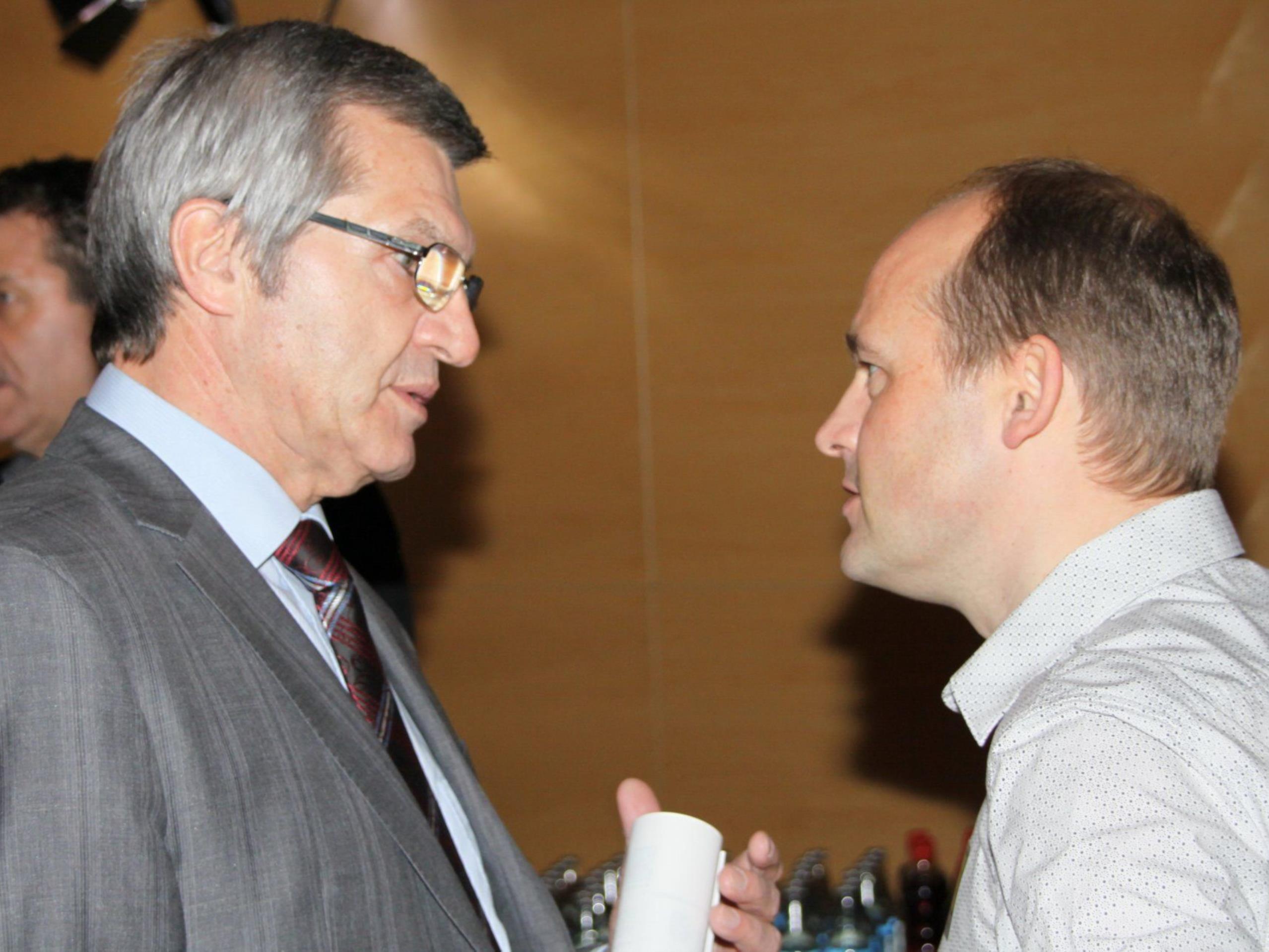 OK-Mitverantwortlicher Thomas Kofler mit Sport Landesrat Sigi Stemer.