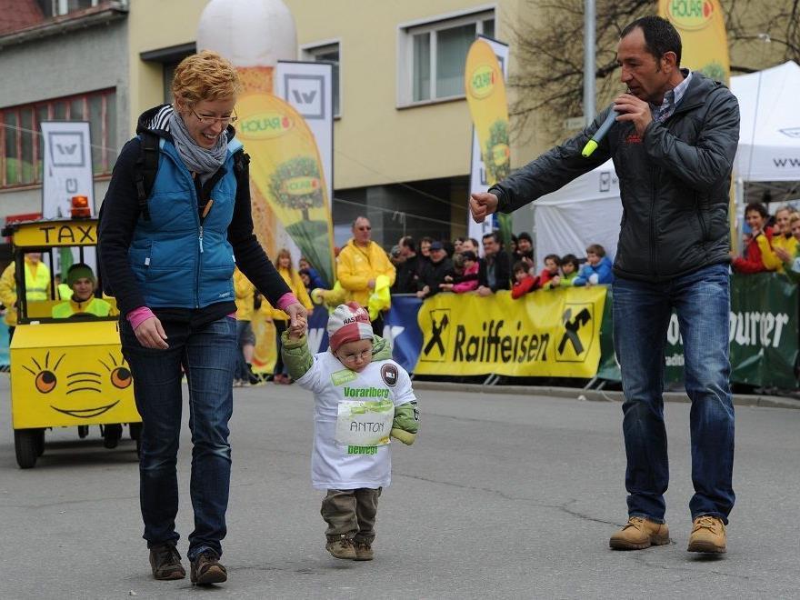 Powermoderator Martin Böckle feuerte auch die allerkleinsten Teilnehmer in Bludenz an.