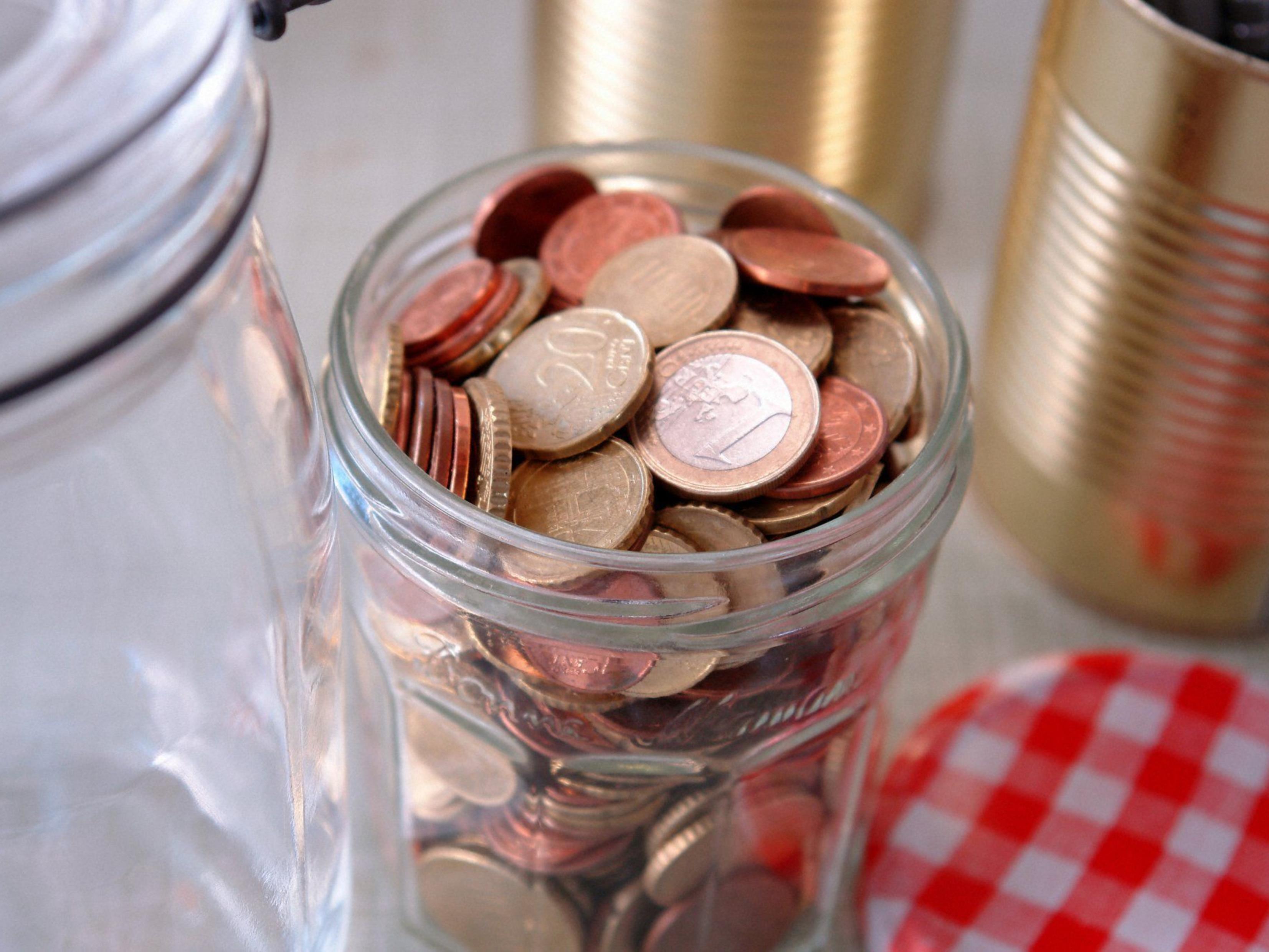 3.000 Euro an Trinkgeldern gestohlen.