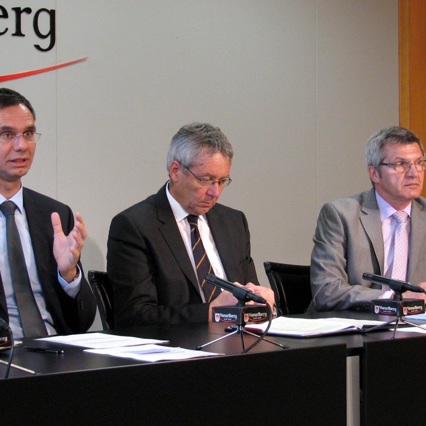 LH Wallner, LSth. Rüdisser und LR Stemer im Pressefoyer.