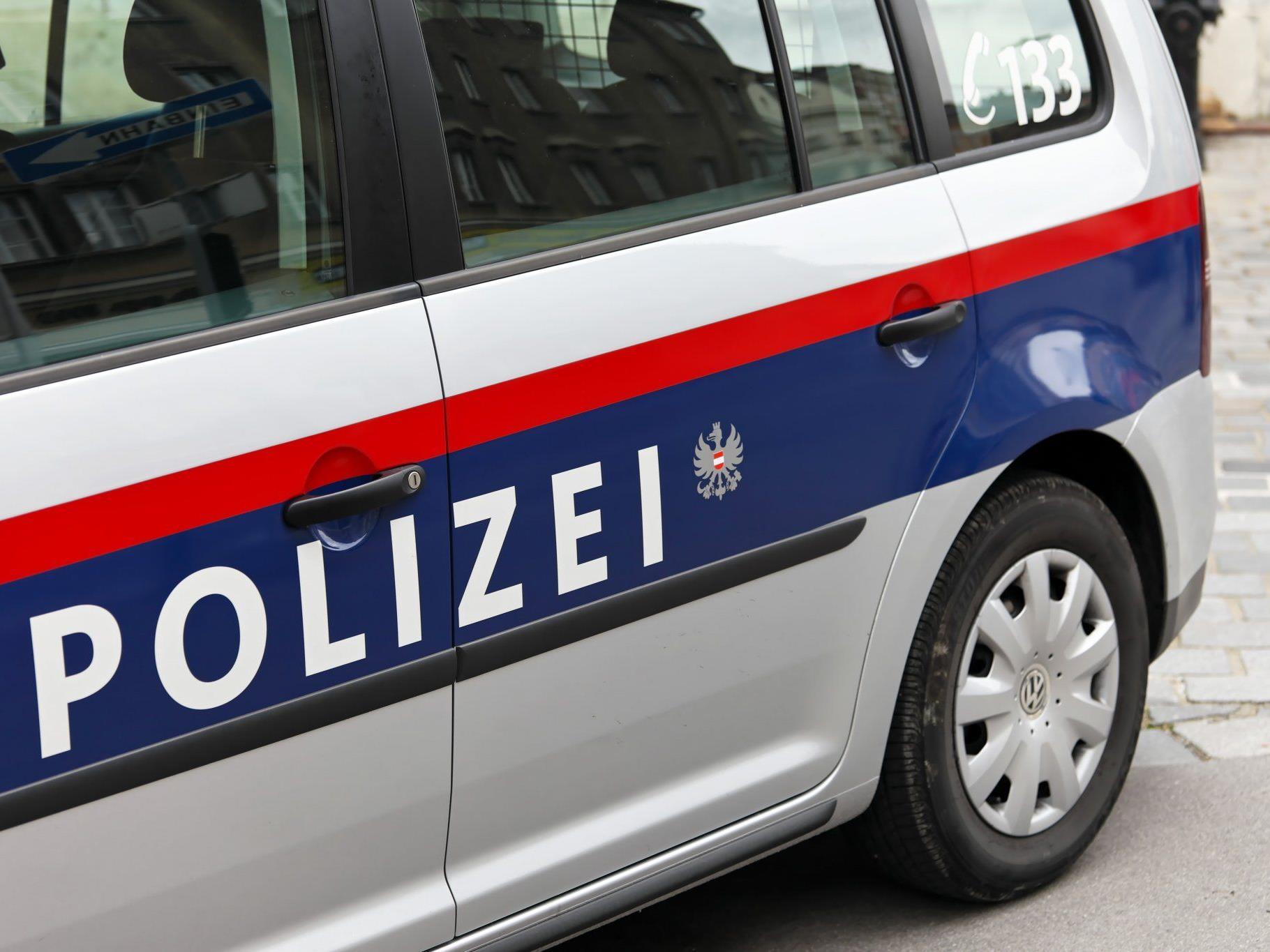 Unfall in Müselbach: Vom Lenker keine Spur, die Polizei fand nur seine Schuhe.