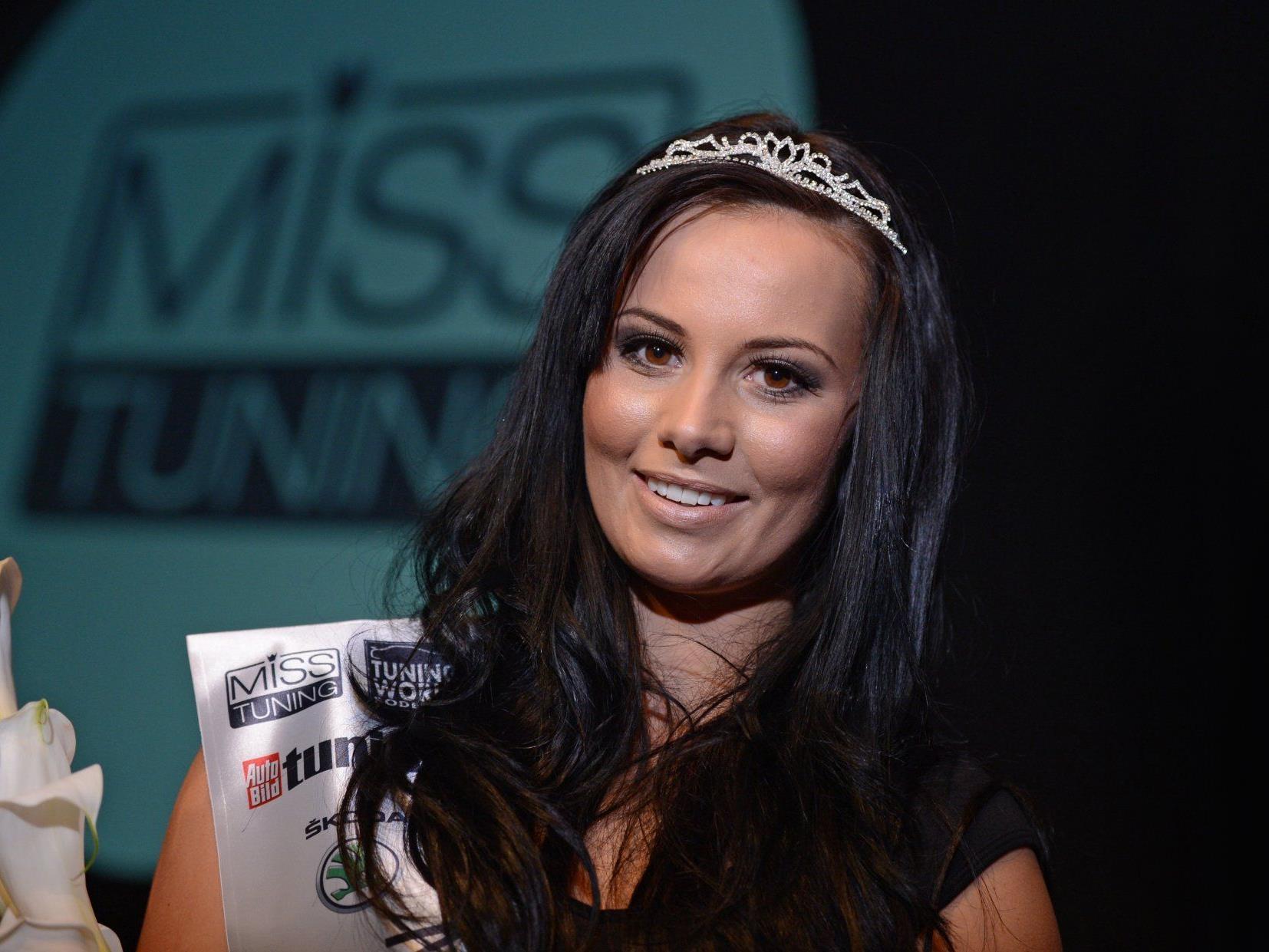 Die heißesten Kurven wurden gekürt - Frizzi Arnold ist die neue Miss Tuning 2012