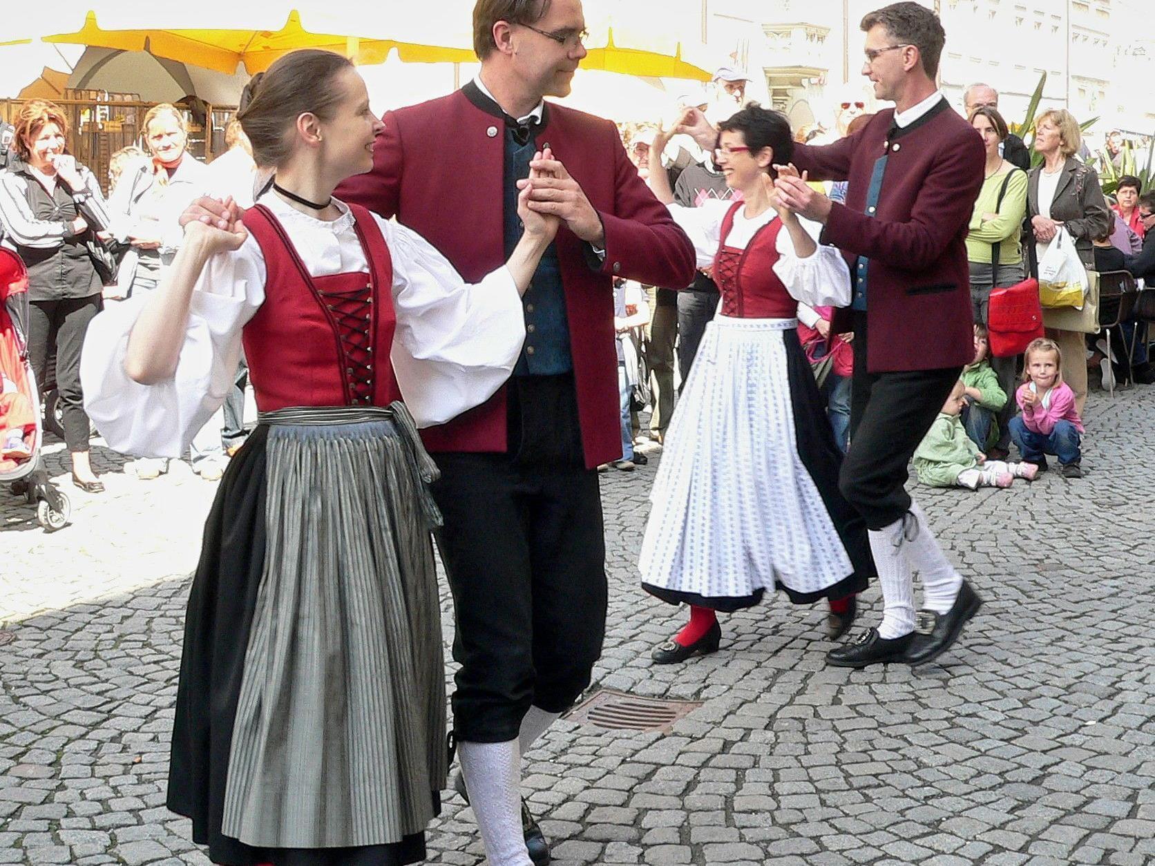 Auftanz der Trachtengruppe Feldkirch am Samstag, 26. Mai in der Feldkircher Marktgasse