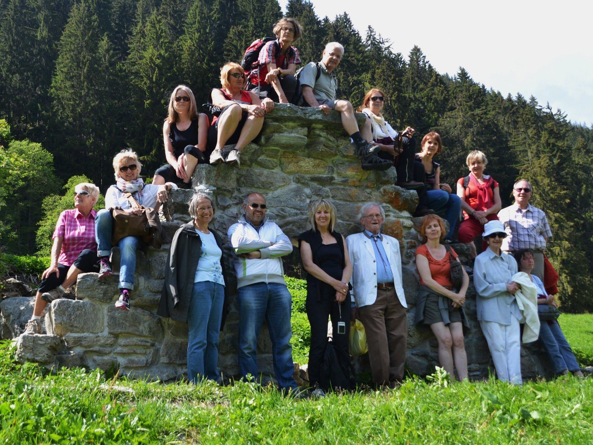 Vor den Ruinen des einst mächtigen Pferdestalles beim Zuggawaldhus