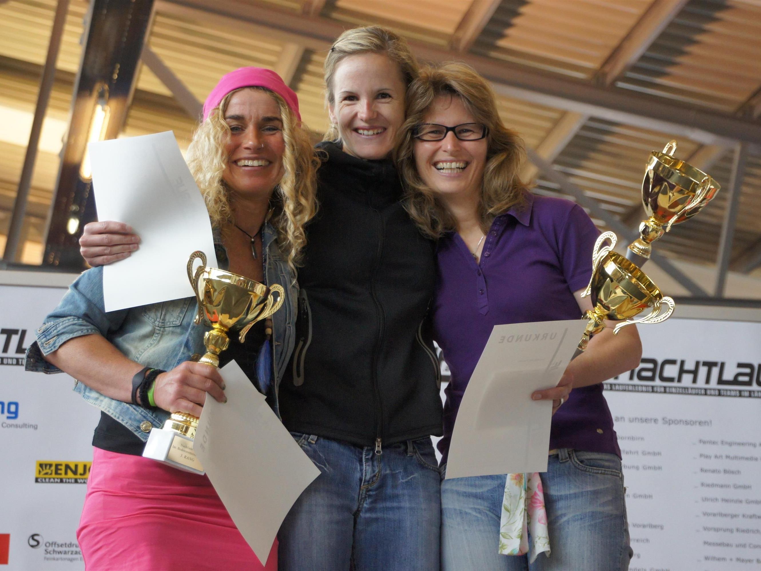 Die Siegerinnen der Einzelläufer Damen: Yvonne Hugelshofer (Mitte), Heike Christ (r.) und Carmen Hamm (l.)