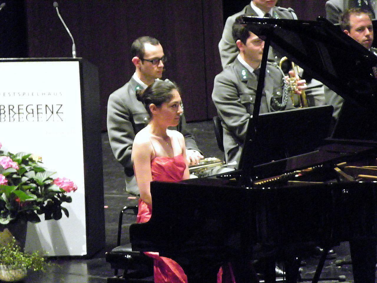 Akiko Metzler als Klaviersolistin