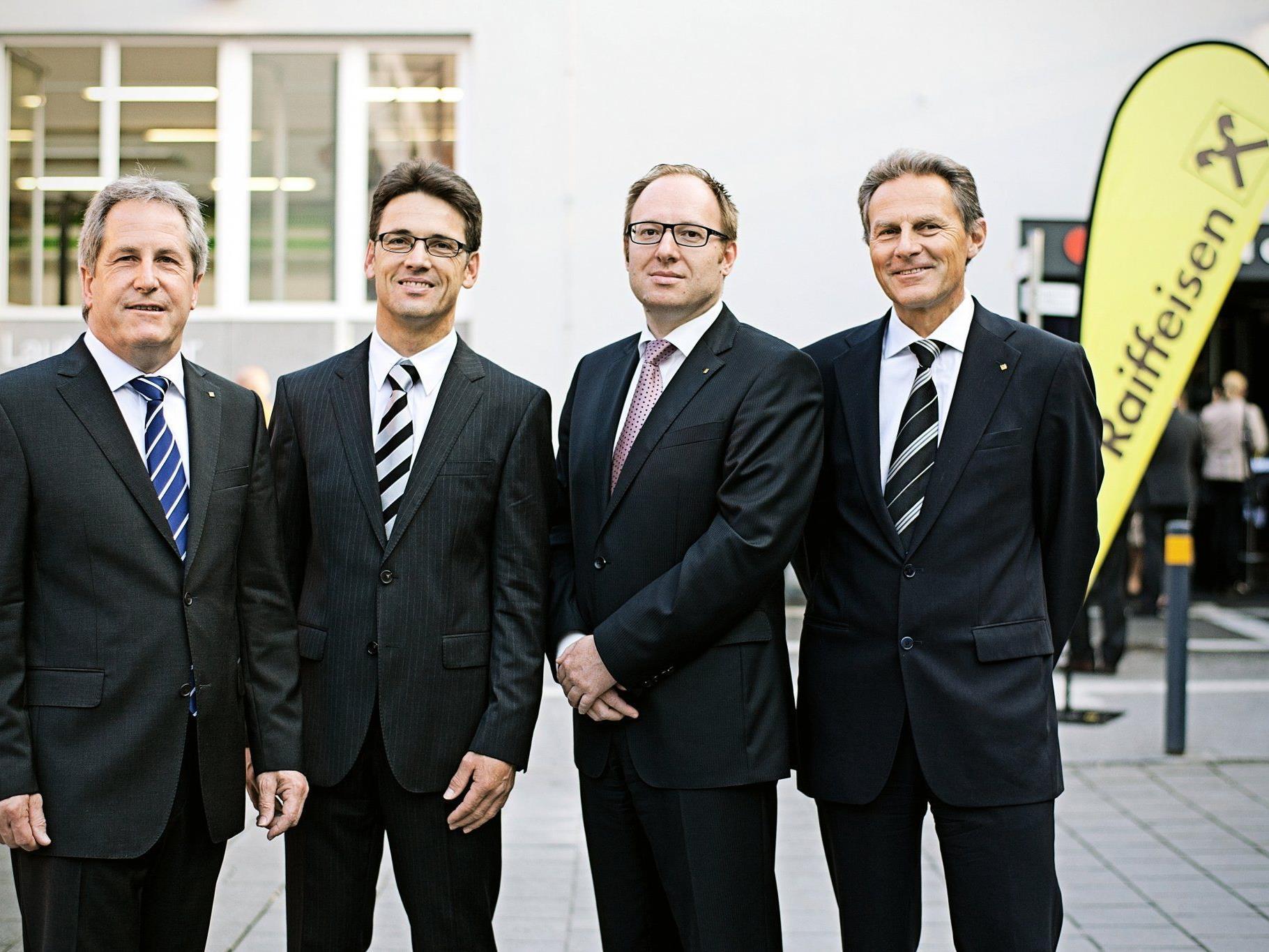 Die Raiffeisenbank Dornbirn lud zur Generalhauptversammlung 2012 - i.B. von li. nach re. Anton Rein, Dr. Wilfried Amann, Dr. Gernot Erne und Dr. Wolfgang Zumtobel.