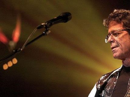 Lou Reed spielt mit seiner Band am Lovely Days Festival
